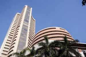 Market watch: Foreign investors' sell-off should worry us