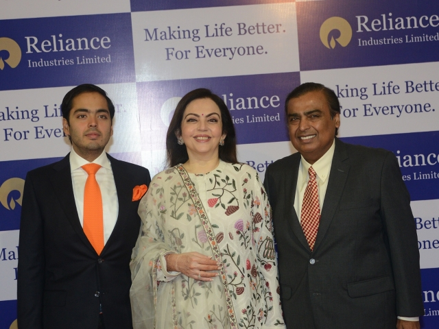 RIL crosses $100 billion in market cap