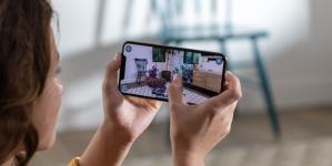 Apple hits refresh, iPhones go dual-SIM