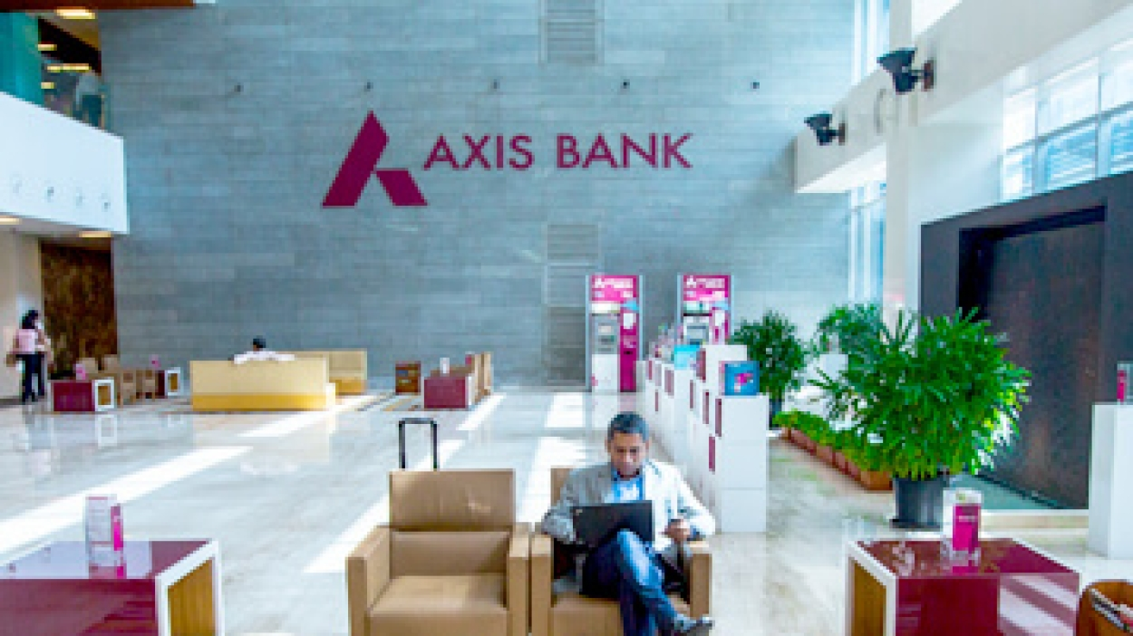 Axis Bank board ropes in Amitabh Chaudhry