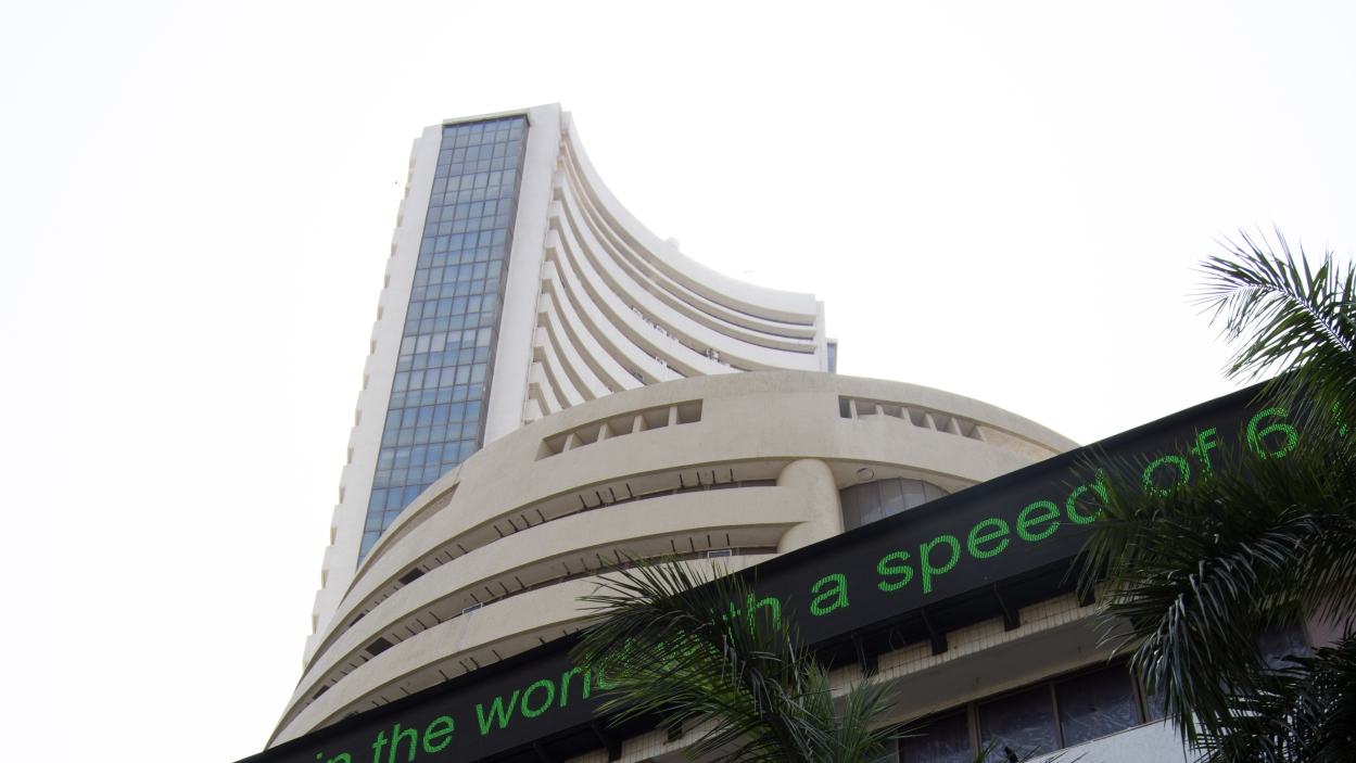 Sensex, Nifty scale fresh highs