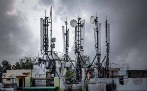 Funding the 5G infrastructure in times of stress