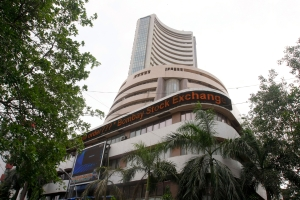 U.S. macro woes drag down Indian indices