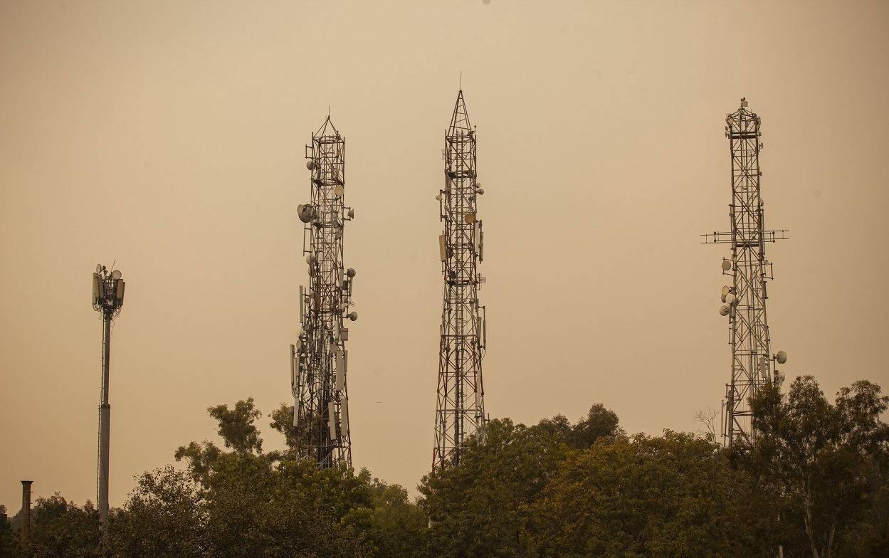 When warring telcos came to a muted spectrum auction