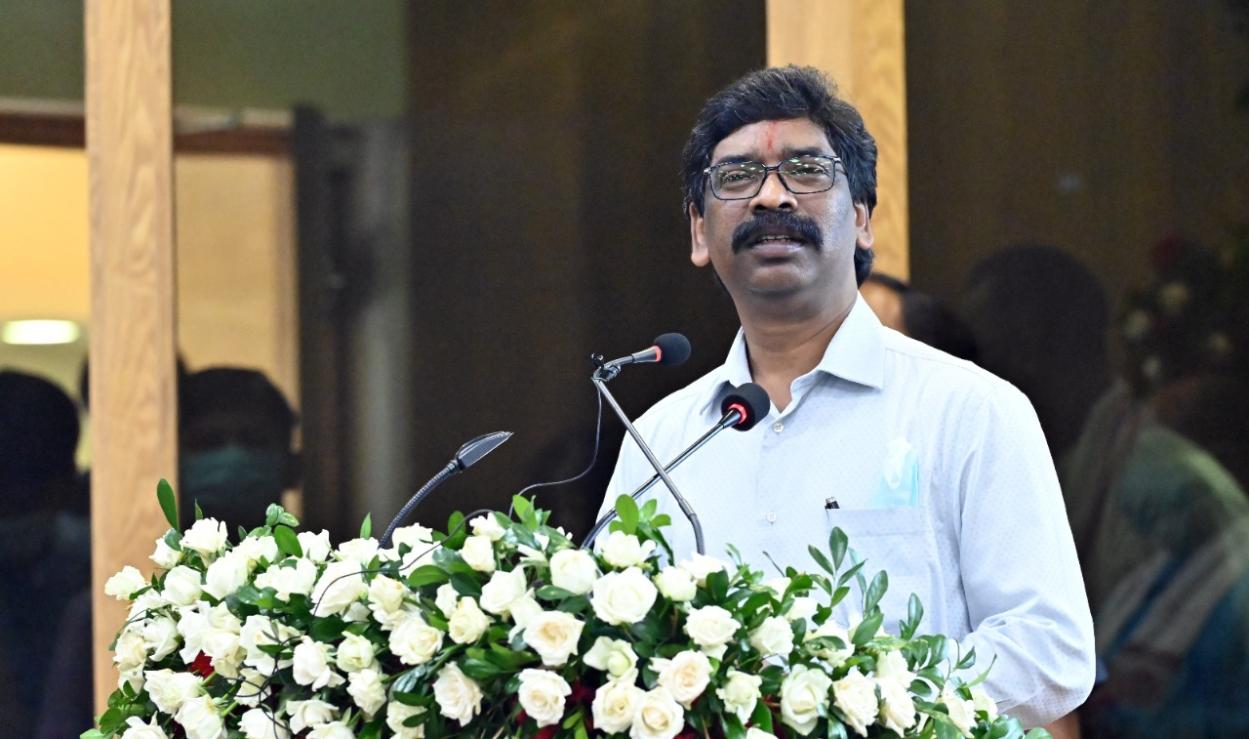Hemant Soren unveils draft EV policy in Delhi