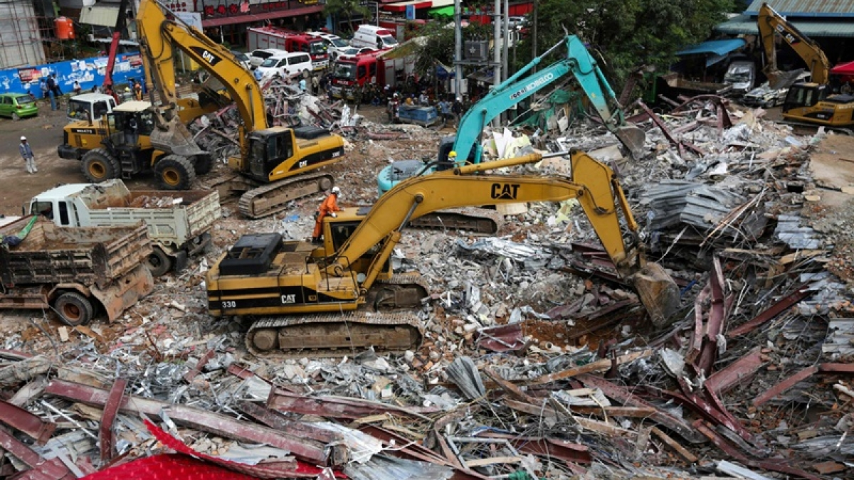 Cambodia court charges 4 Chinese people after building collapse kills 28