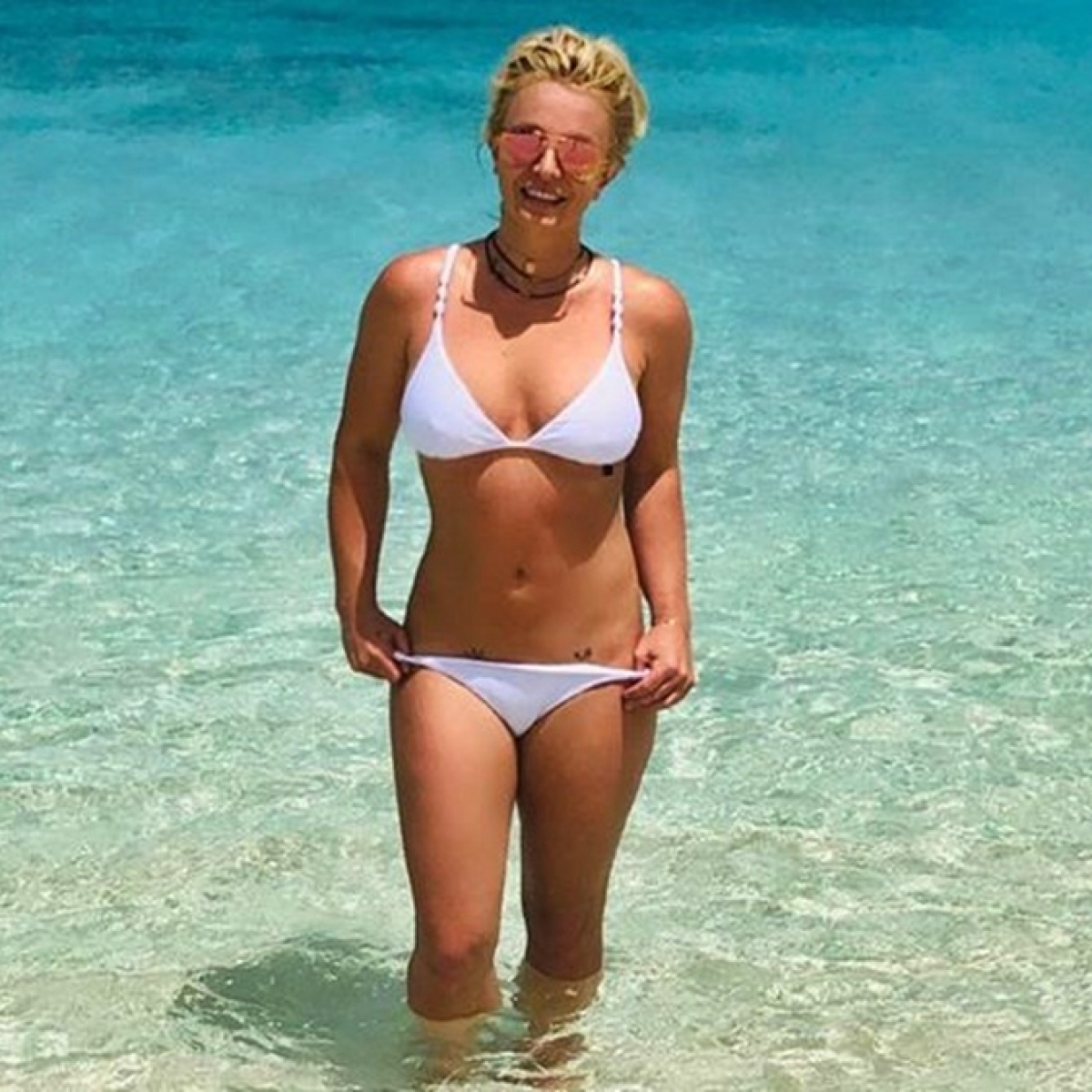 Britney Spears all smiles on vacation with mother