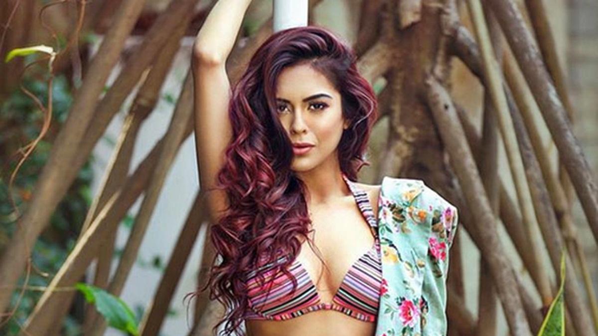 HOT Sana Saeed flaunts her gorgeous BIKINI body