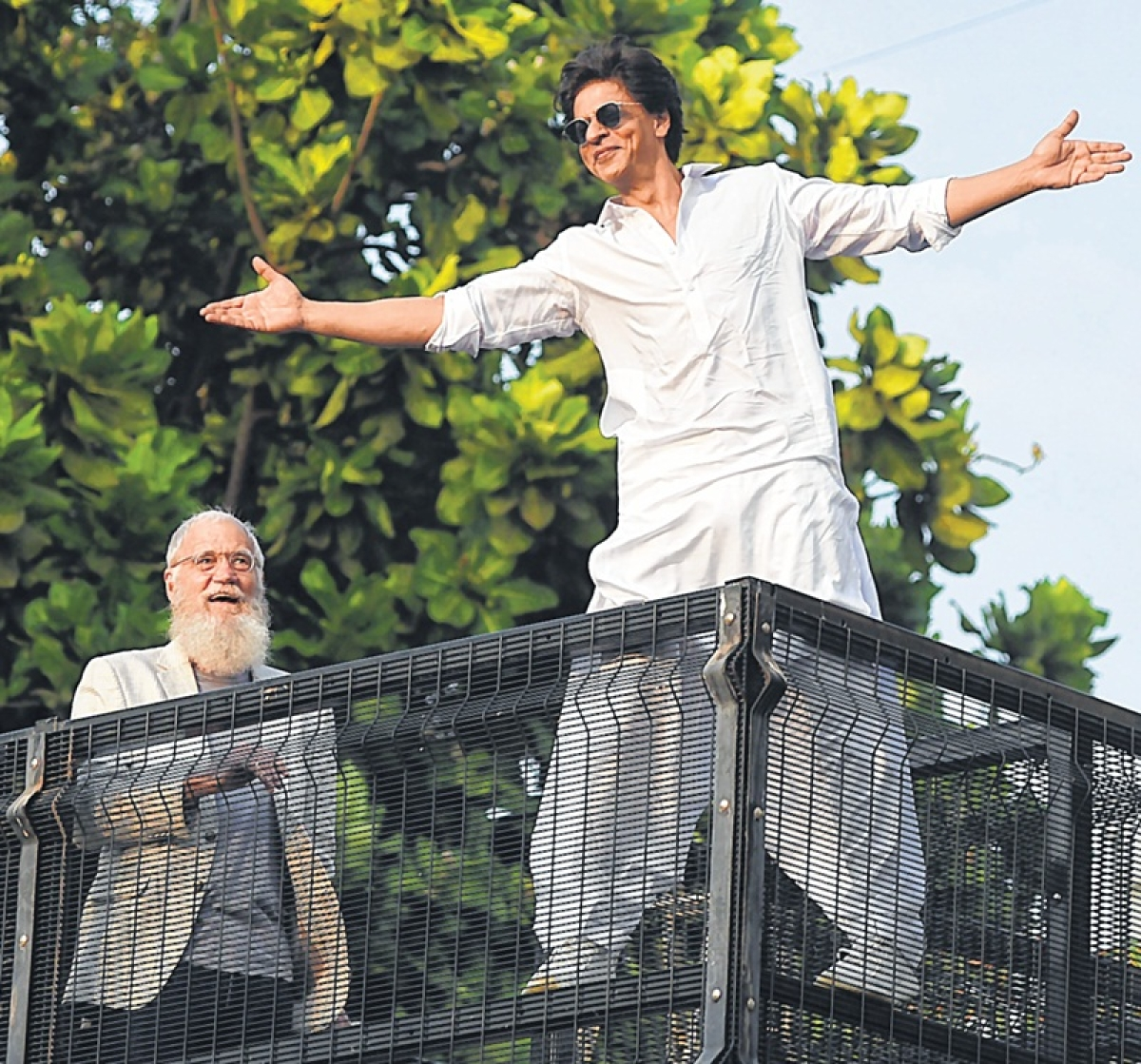 Shah Rukh Khan greets fans on Eid, David Letterman joins him to witness fan mania
