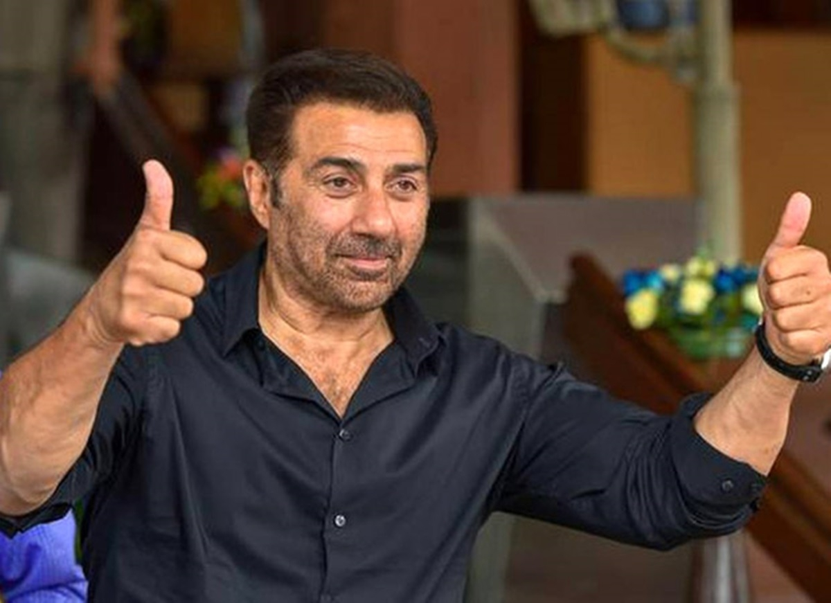 Watch Sunny Deol goof up while taking an oath as a MP in Parliament