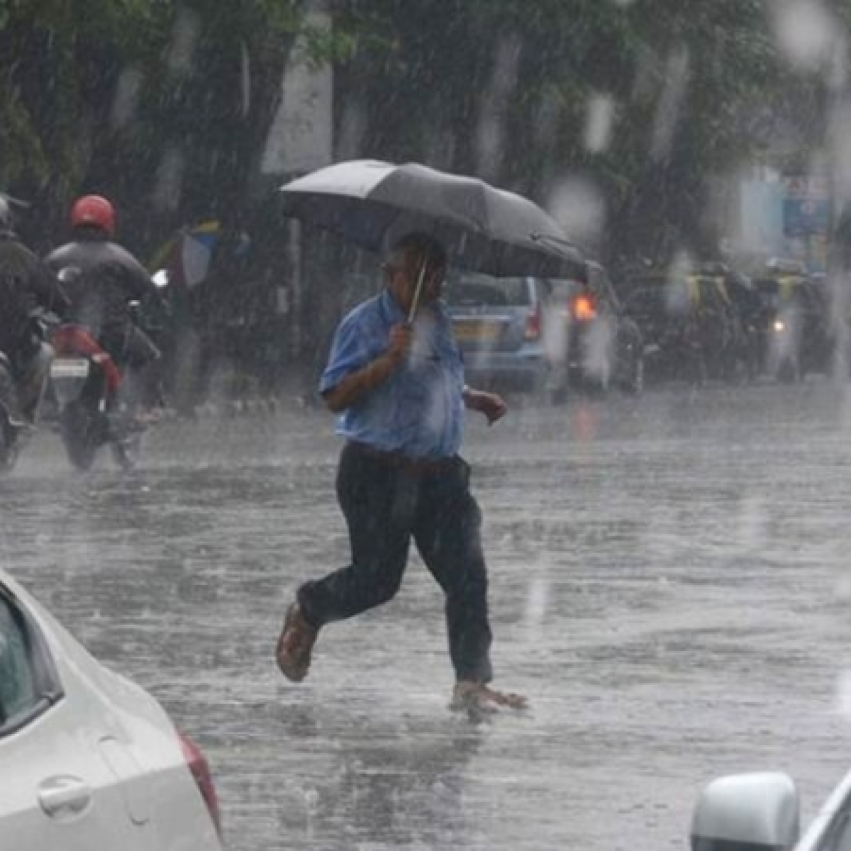 Mumbai Weather Update: IMD predicts light to moderate to heavy rainfall for city today