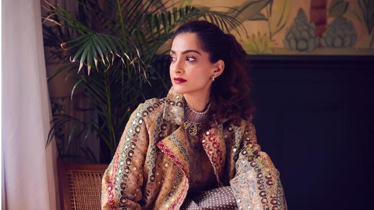 Sonam Kapoor gets nostalgic, shared a childhood memory