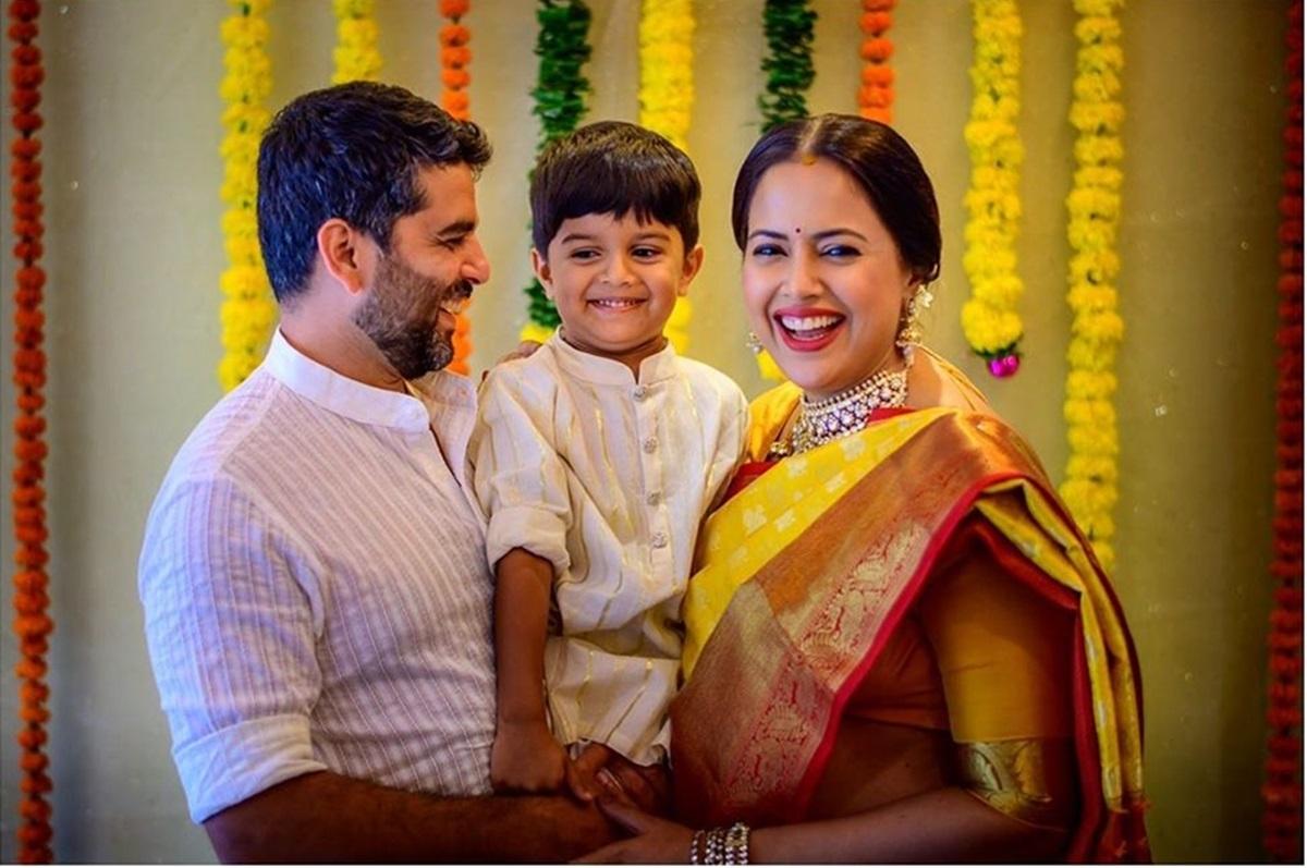 Sameera Reddy looks radiant in yellow silk saree at her Godh Bharai