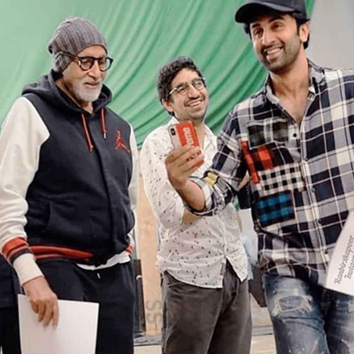 Ranbir Kapoor and Amitabh Bachchan's candid picture from the sets of Brahmastra is taking the internet by storm!