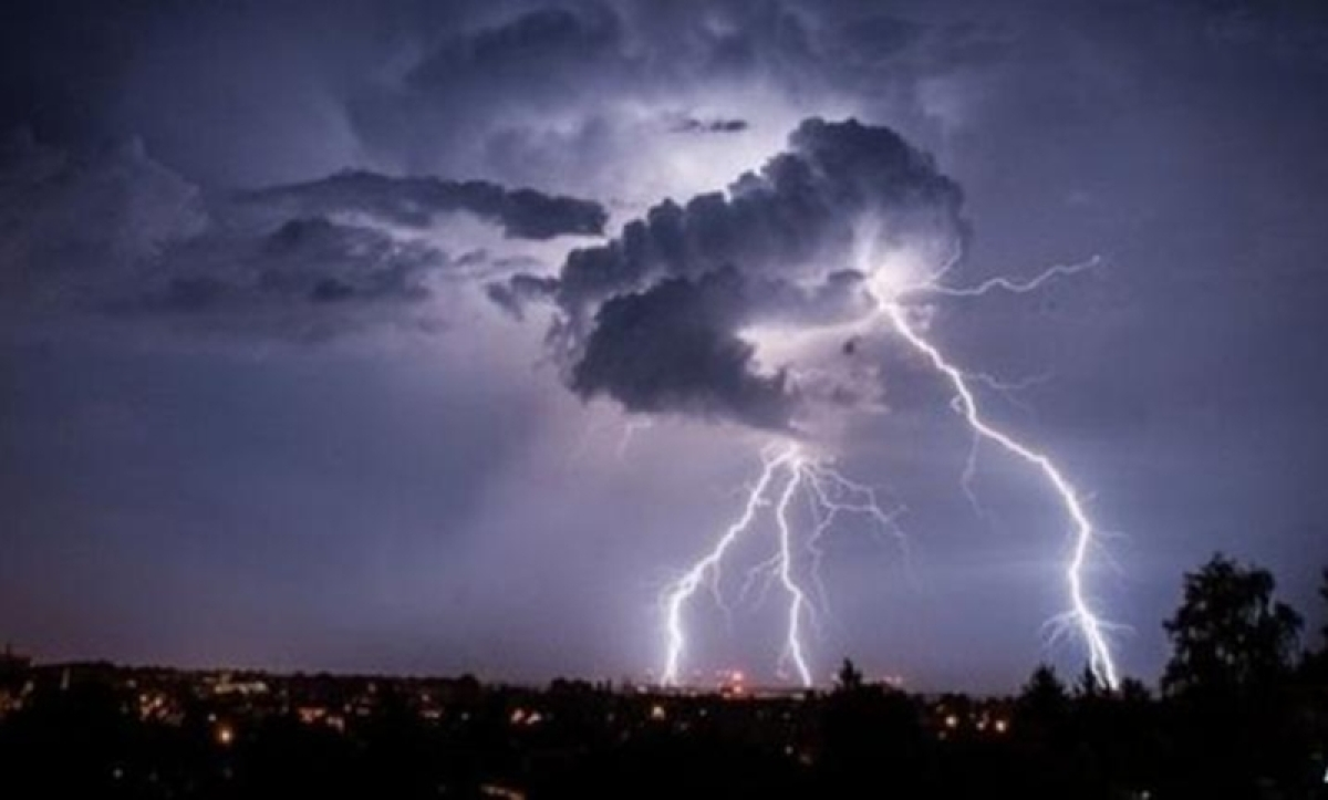 Lightning strike kills over 24 people and wounds about 10 including women and children across India