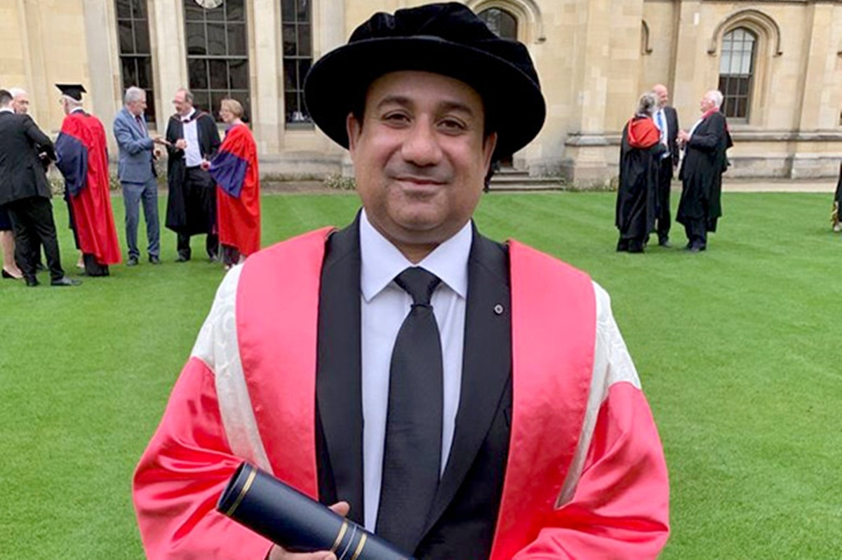 Dr Rahat Fateh Ali Khan receives an honourary degree from Oxford University