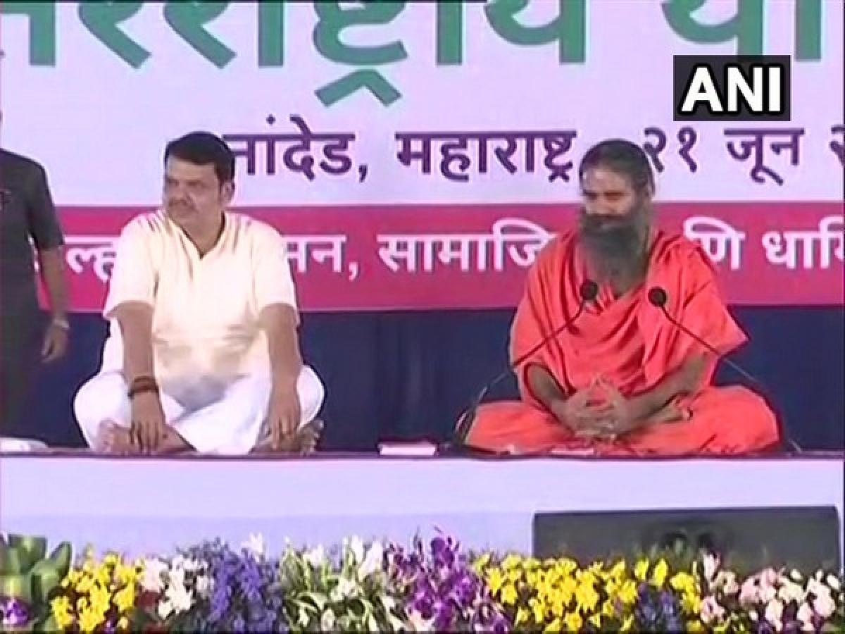 Maharashtra: Baba Ramdev, Devendra Fadnavis perform yoga on fifth International Yoga Day
