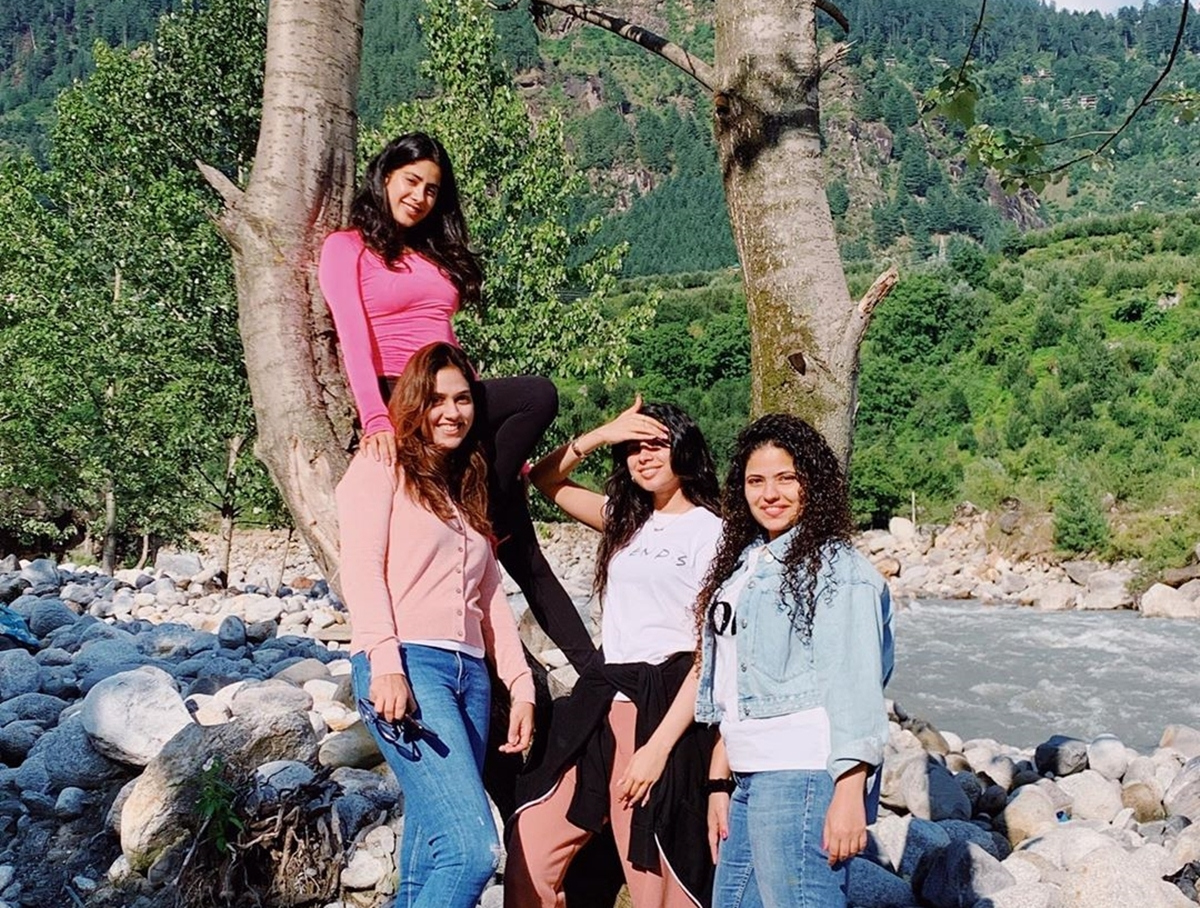 Janhvi Kapoor's Manali shoot turns into a mini vacation with sister Khushi