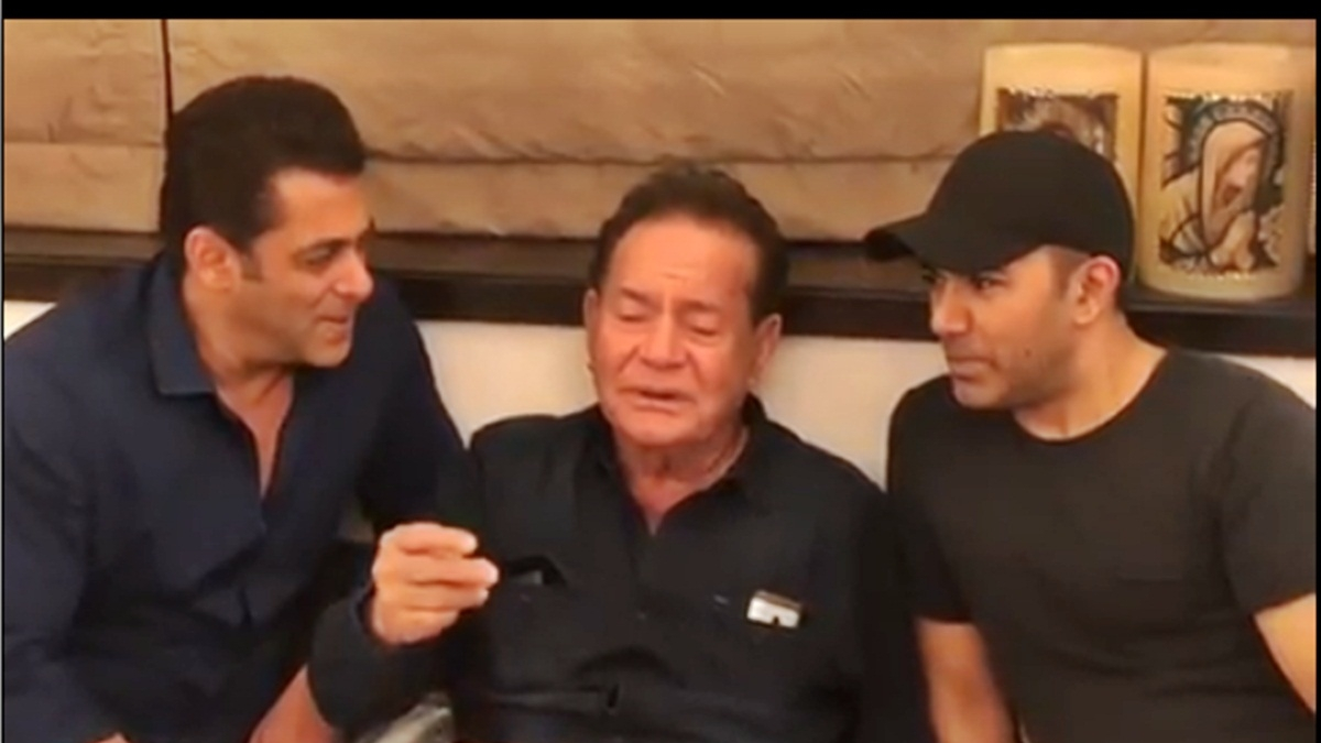 Salman Khan with father Salim Khan croon 'Suhani Raat Dhal...'