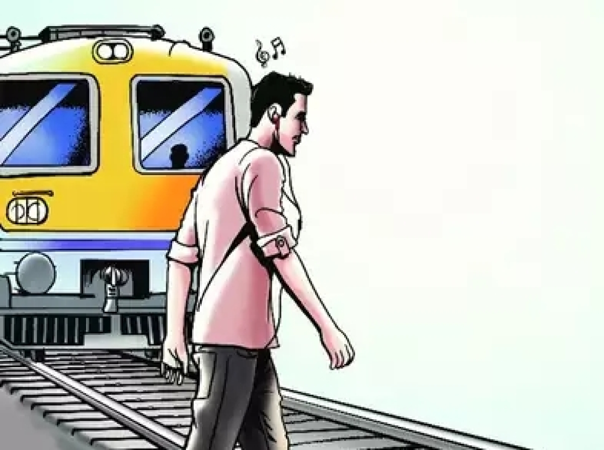 535 phone walkers killed by Dhaka trains