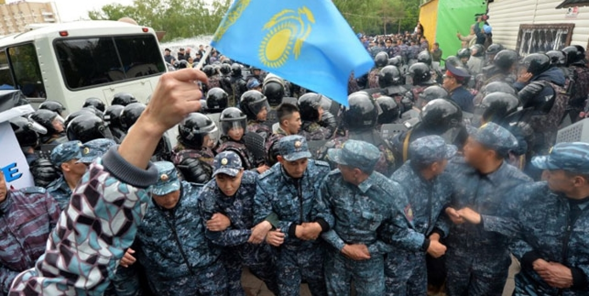 Hundreds arrested as Kazakhstan elect first new leader in decades