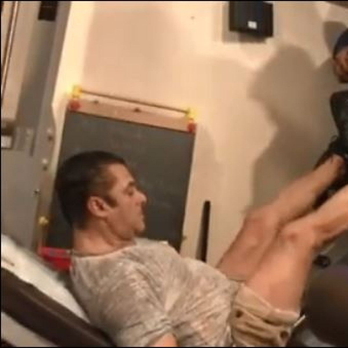 Watch Salman Khan lift two security guards during leg work-out