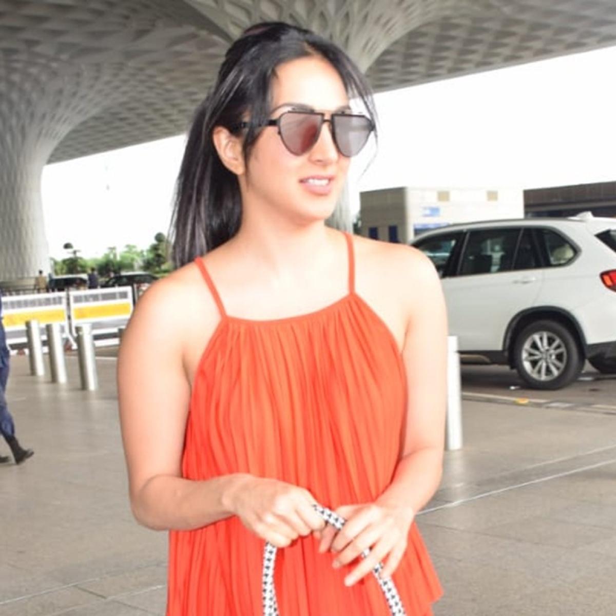 Kiara Advani sports Christian Dior tote bag worth Rs 1.8 Lakh!