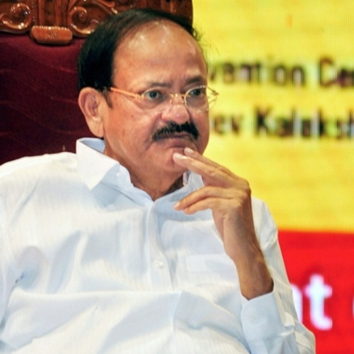 VP Venkaiah Naidu lauds ASHA worker for helping pregnant woman at 3 am in Udupi