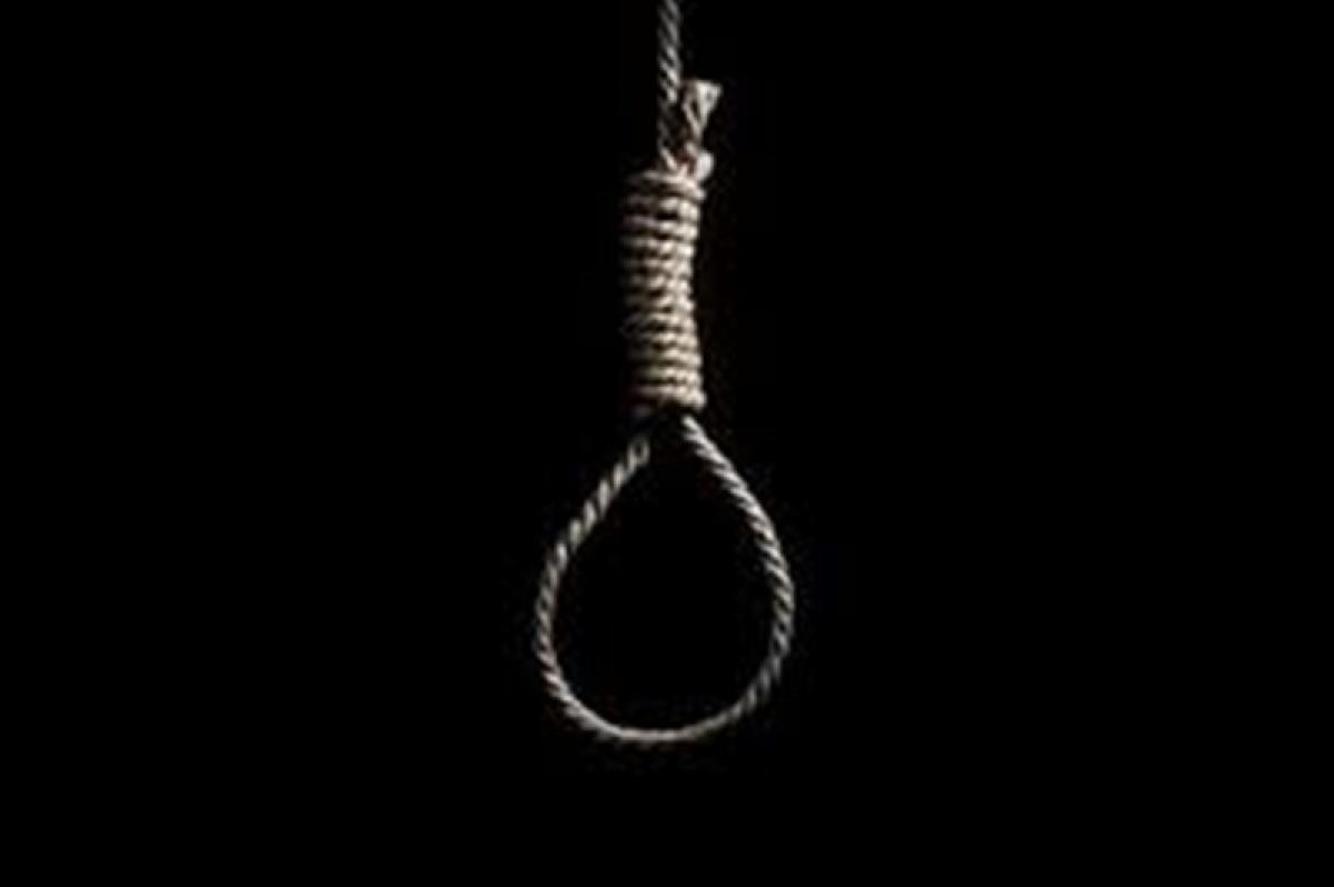 Indore: Married woman hangs self