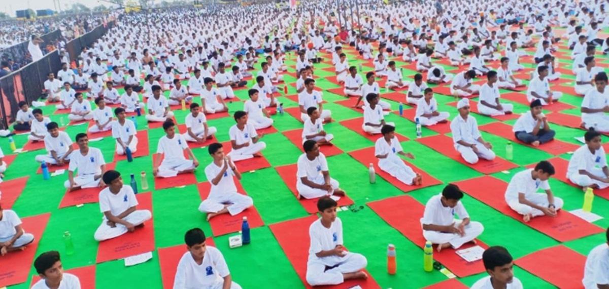 Celebrities, commoners mark International Yoga Day in Maharashtra