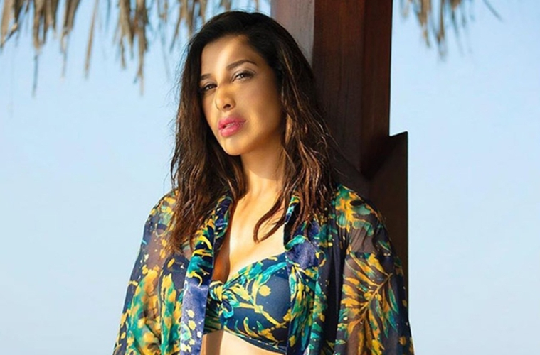 Despite monsoon, Sophie Choudry is giving summer vibes in a printed bikini!