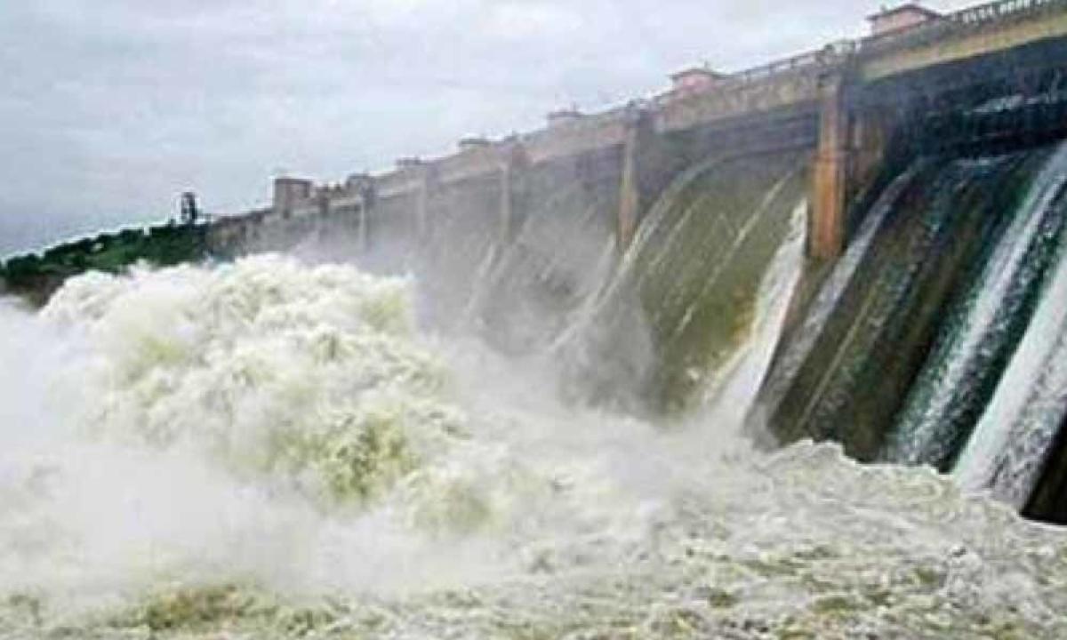 Telangana, Andhra to divert Godavari water to Krishna