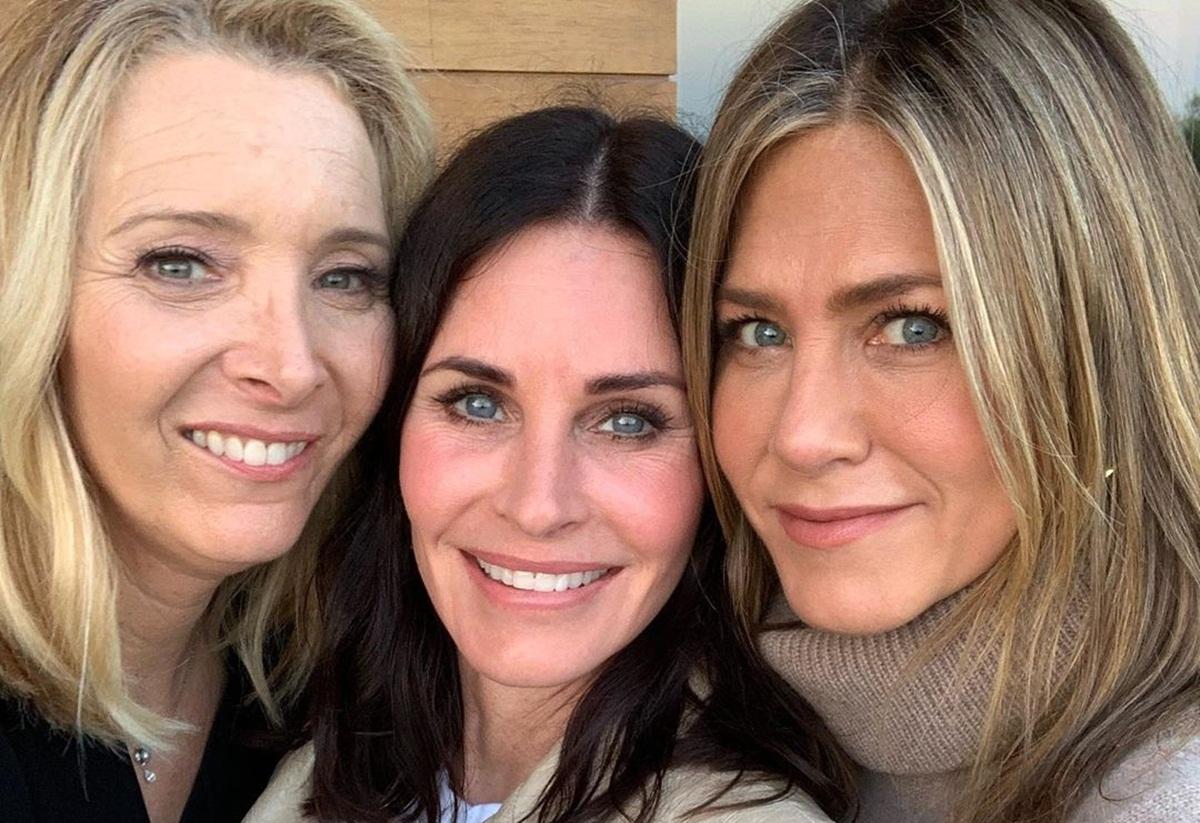 Courteney Cox celebrates birthday with epic 'Friends' reunion