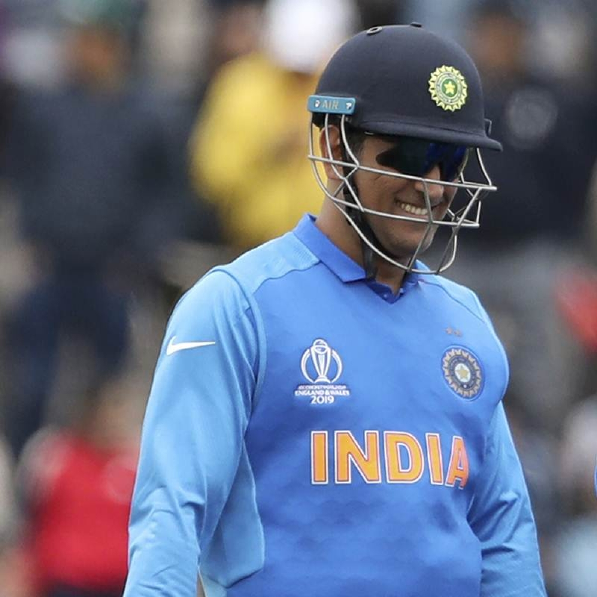 Team India must ensure Dhoni gloves controversy doesn't distract them from big Aussie challenge
