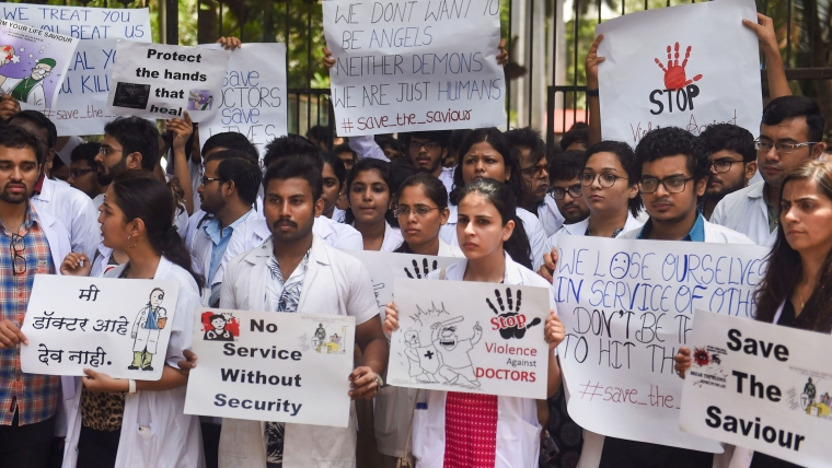 Doctors protesting against the assault on their colleagues