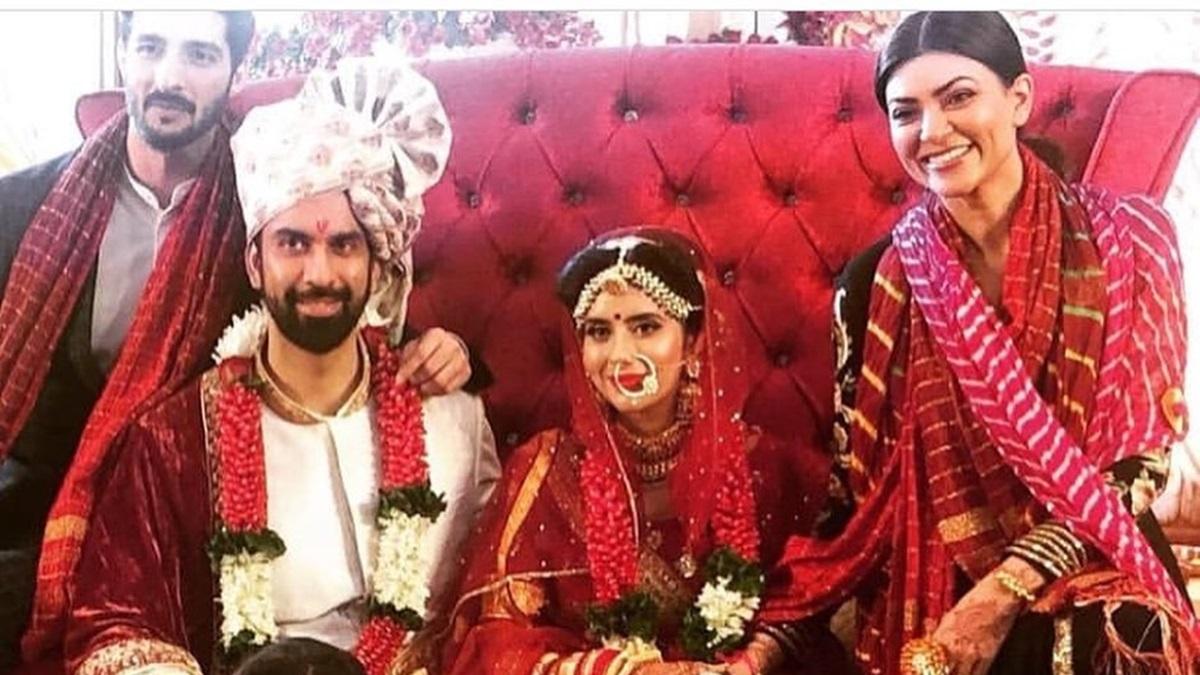 Sushmita Sen-Rohman Shawl pose with Rajeev Sen-Charu Asopa at the latter's Goa wedding