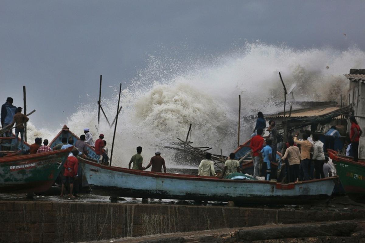 Cyclone Vayu to hit Gujarat today afternoon; three lakh people evacuated