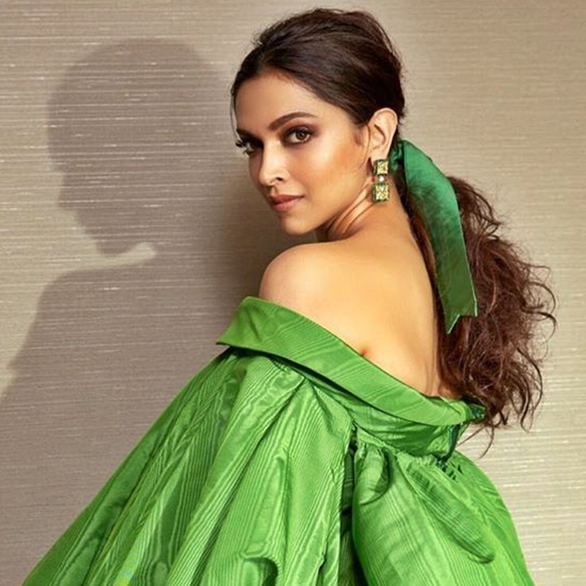 Ranveer Singh impressed by Deepika Padukone's 'Shuddha Desi Caption'