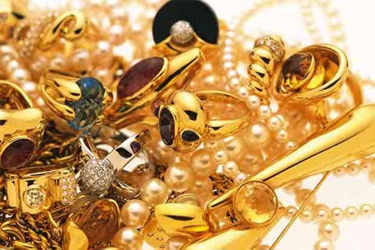 Mumbai: Imposters pose as cops, rob women of gold ornaments in separate cases