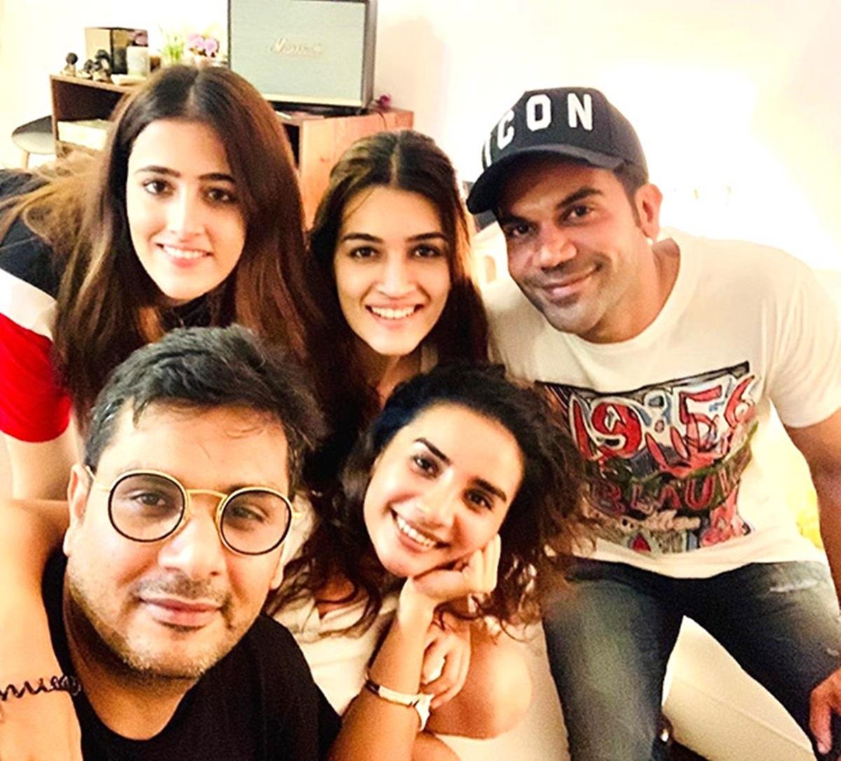 Watch Kriti Sanon enjoy Mumbai Rains, with 'Bareilly Ki Barfi' co-star Rajkummar Rao and friends
