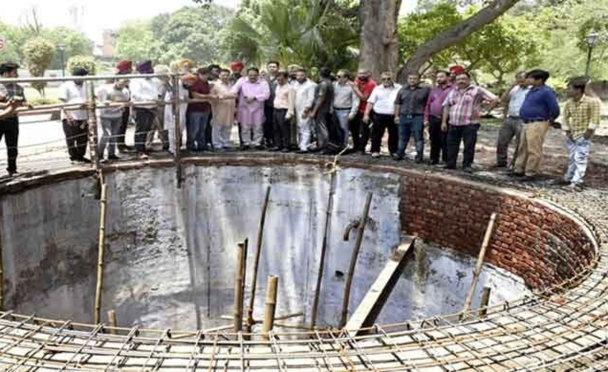 It's emotions that pour out of martyr's well at Jallianwala