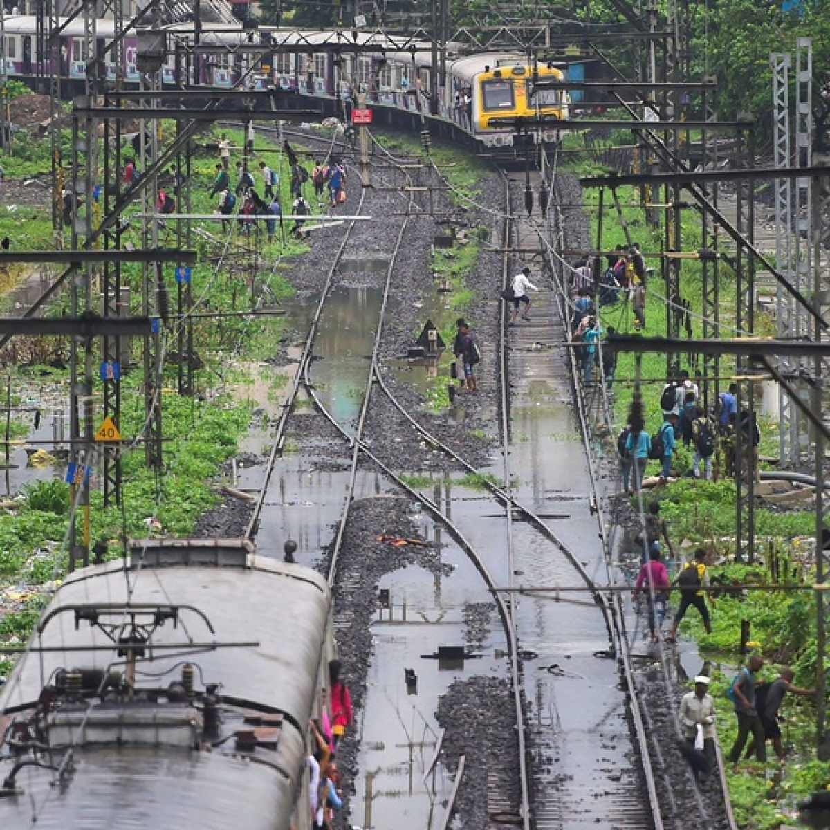 Mumbai Rains: A long roller coaster night; Journey from Nariman Point to Badlapur