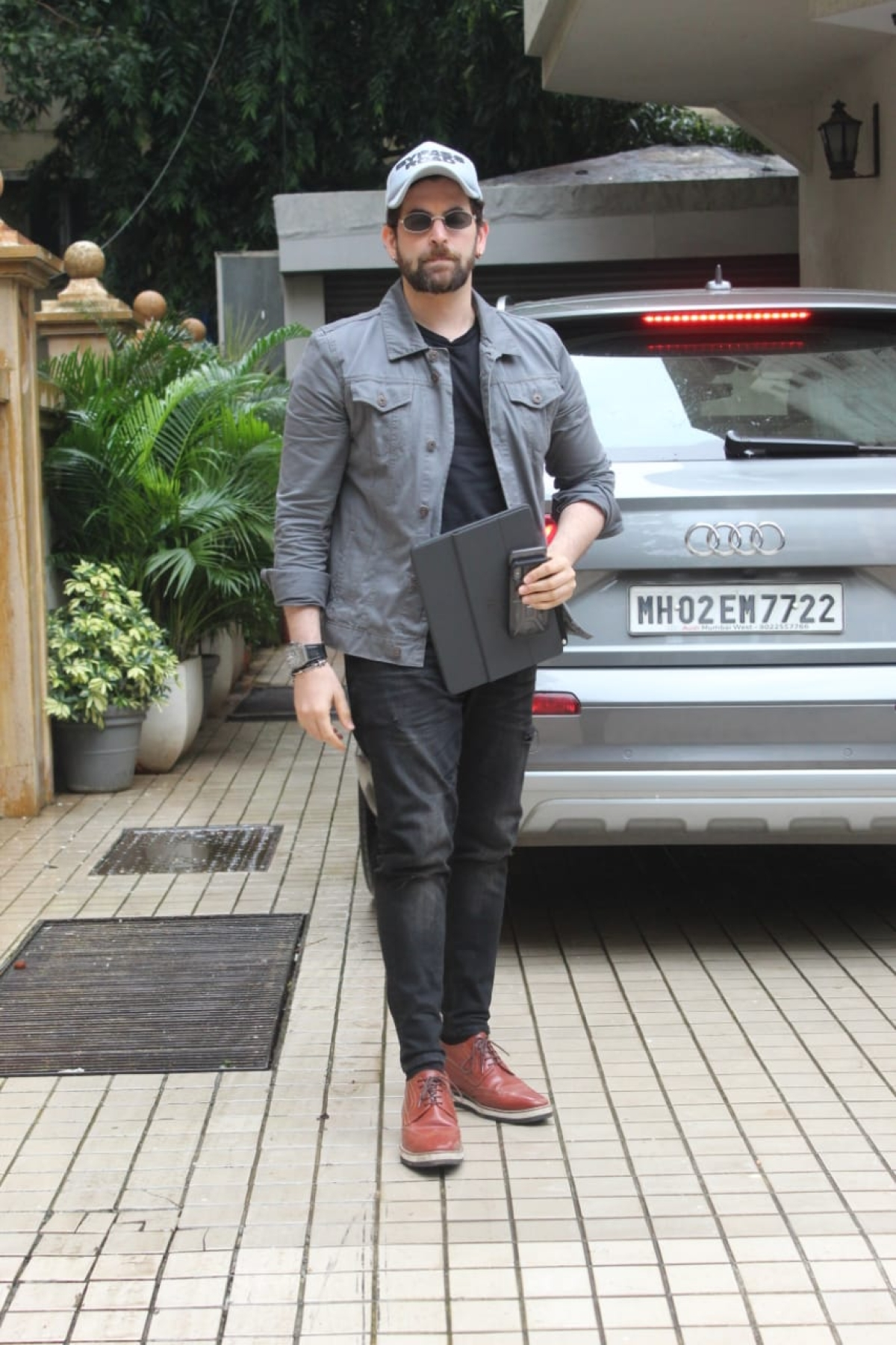 Actor Neil Nitin Mukesh was spotted outside a dubbing studio in Khar. It is unsure as to which film he was dubbing for.