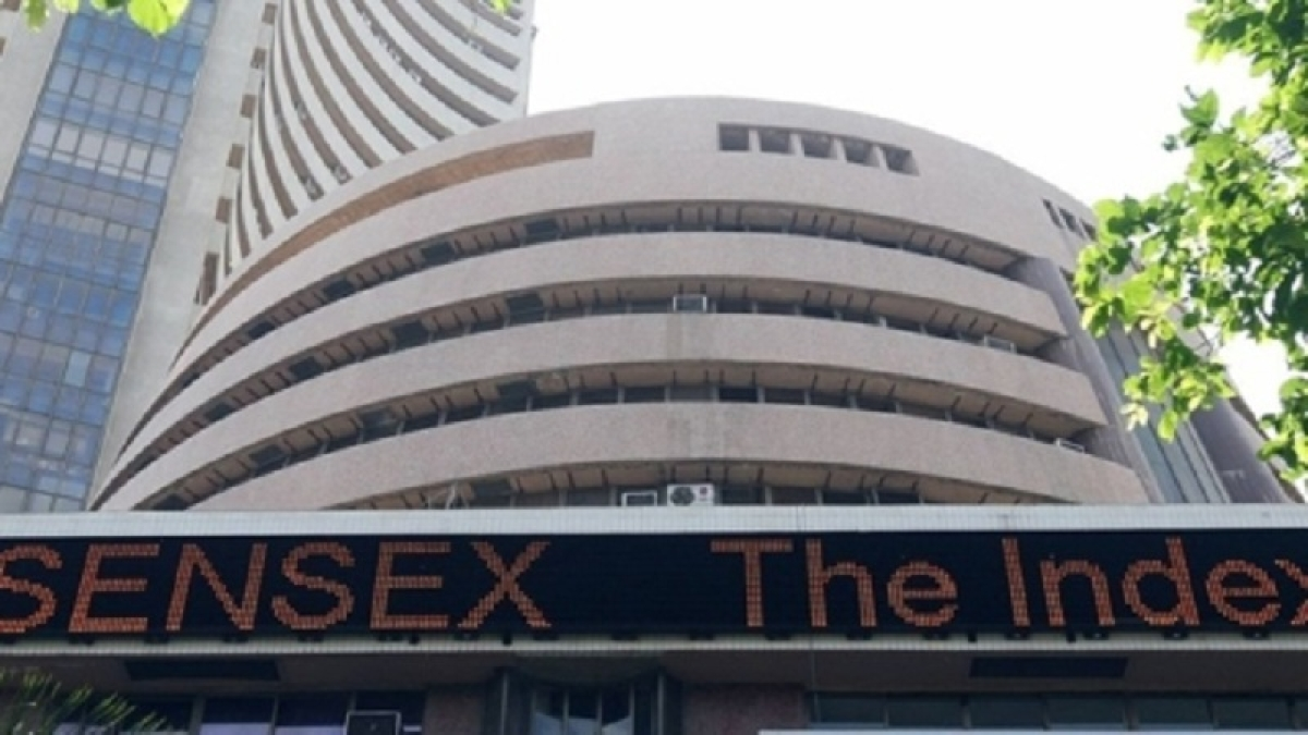 Sensex surges by over 400 points in afternoon trade, banking stocks shine