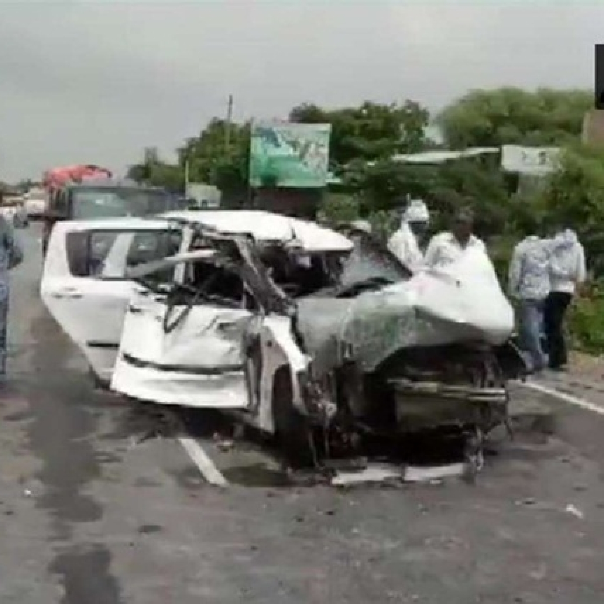 Uttar Pradesh: Truck rams into car carrying Unnao rape survivor, family; 2 killed