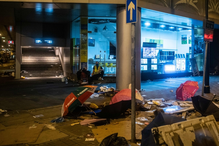 Hong Kong: Public transit suspended after protests