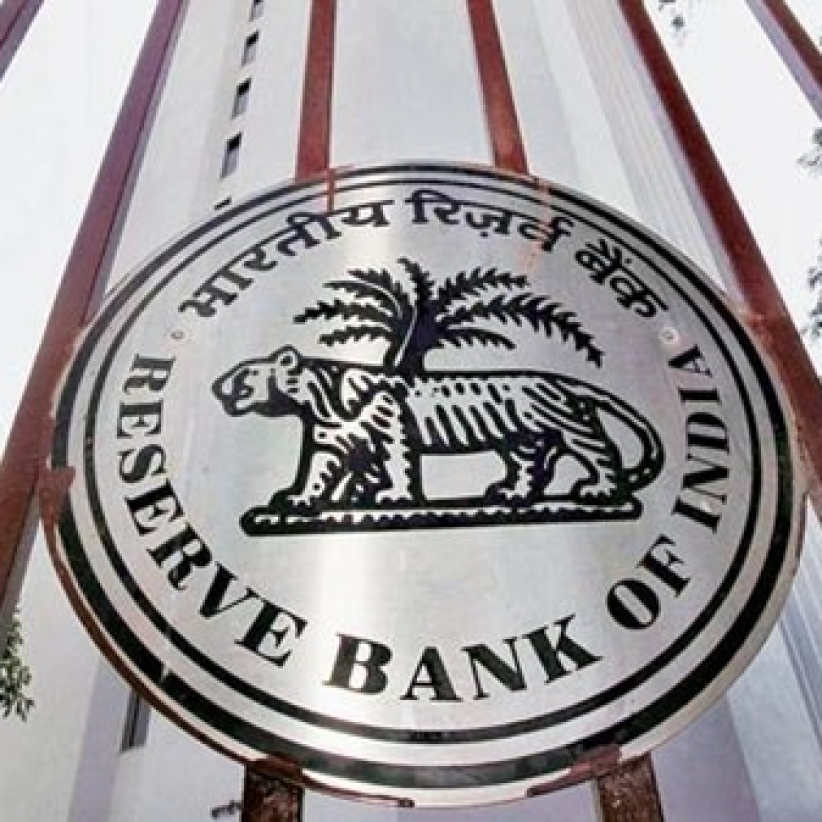 RBI imposes penalty of Rs 7 crore on SBI for regulatory lapses