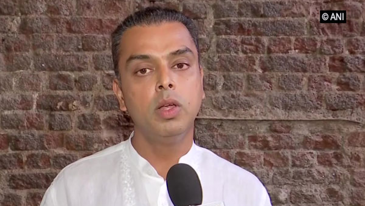 Rahul's poll promise of 500 sq ft houses not progressing: Milind Deora writes to Sonia Gandhi