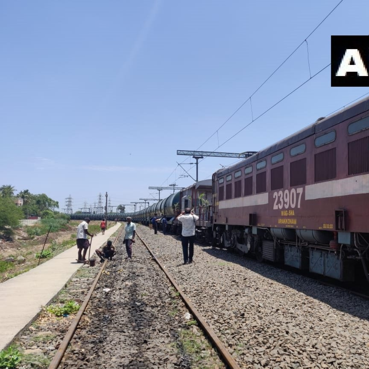 Train carrying water from Vellore arrives in parched Chennai
