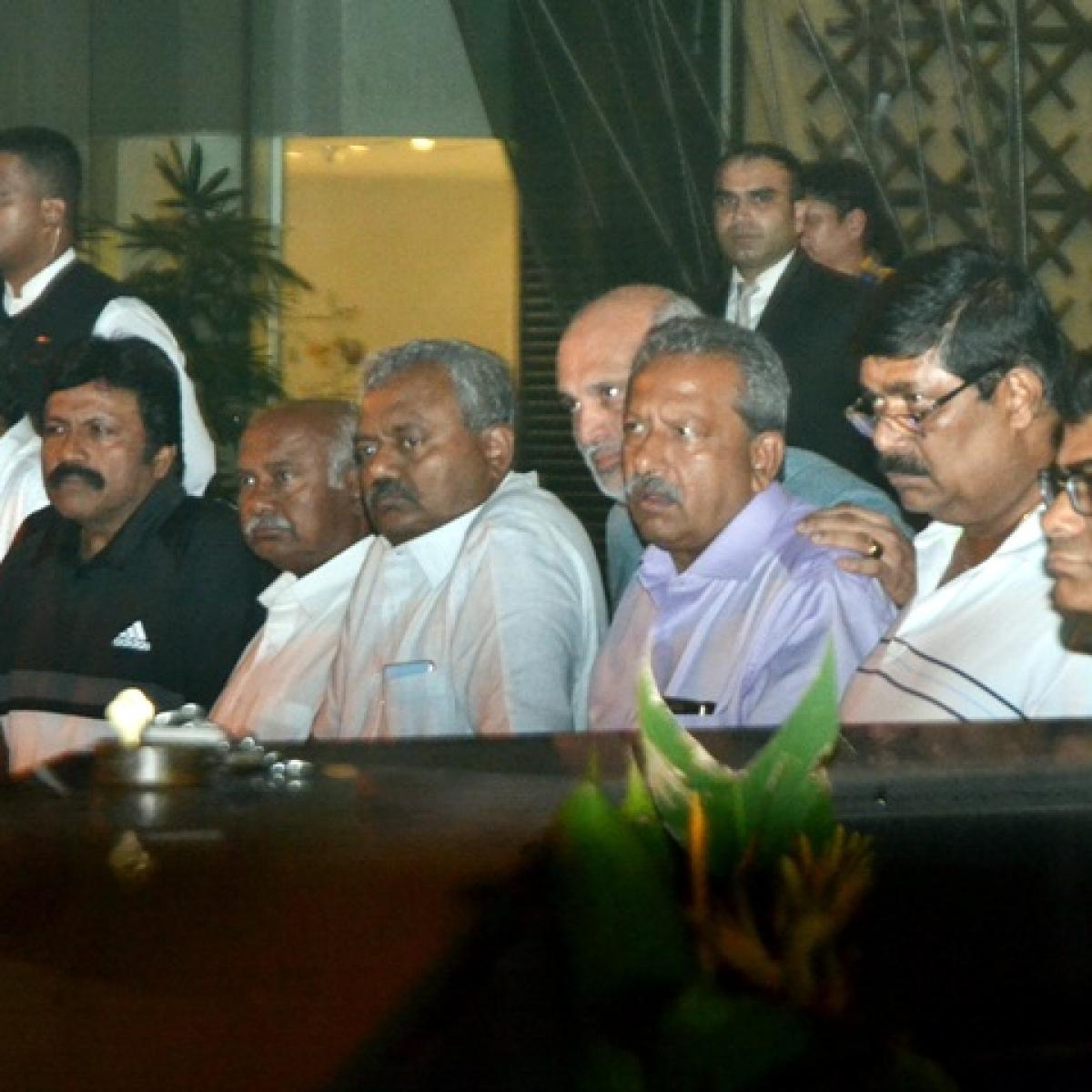Rebel Congress-JD(S) MLAs fear 'threat' to life during Karnataka CM's proposed visit to Mumbai hotel